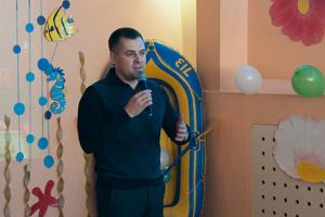 Портовики поздравили подшефный инфантильный лачуга из средь бела дня рождения